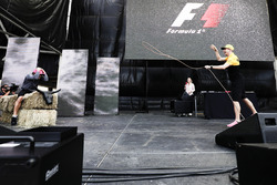 Nico Hulkenberg, Renault Sport F1 Team, tries the Lasso