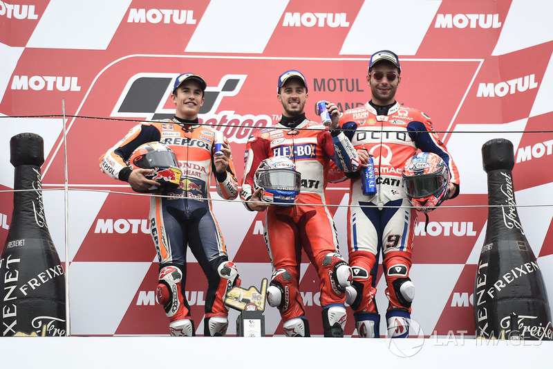 Подіум: переможець гонки Андреа Довіціозо, Ducati Team, друге місце Марк Маркес, Repsol Honda Team,