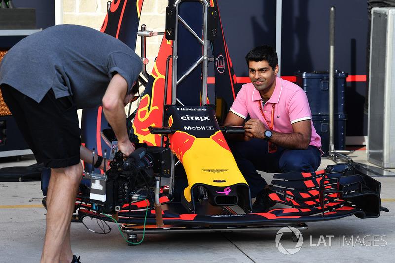 Карун Чандок, Channel 4 F1, переднє антикрило Red Bull Racing RB13
