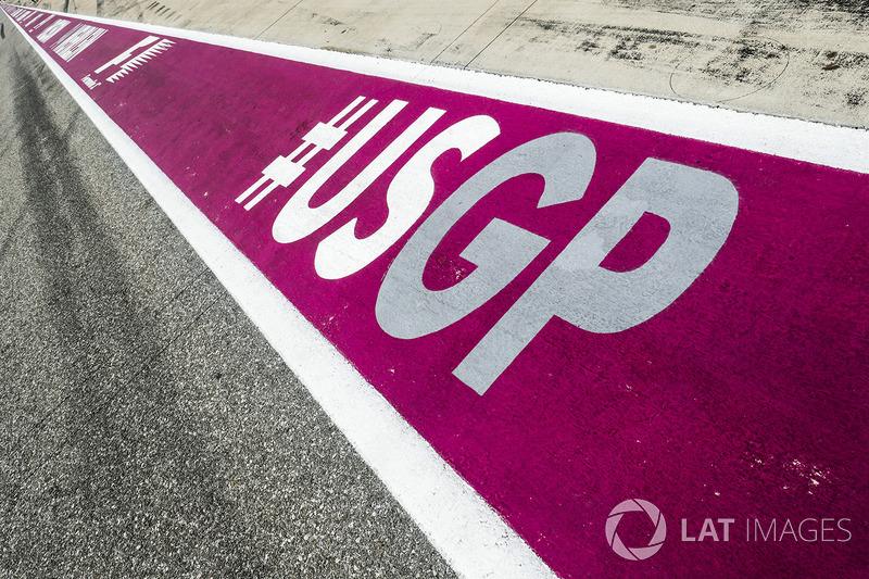 Logo del GP de EU en la superficie de pit lane