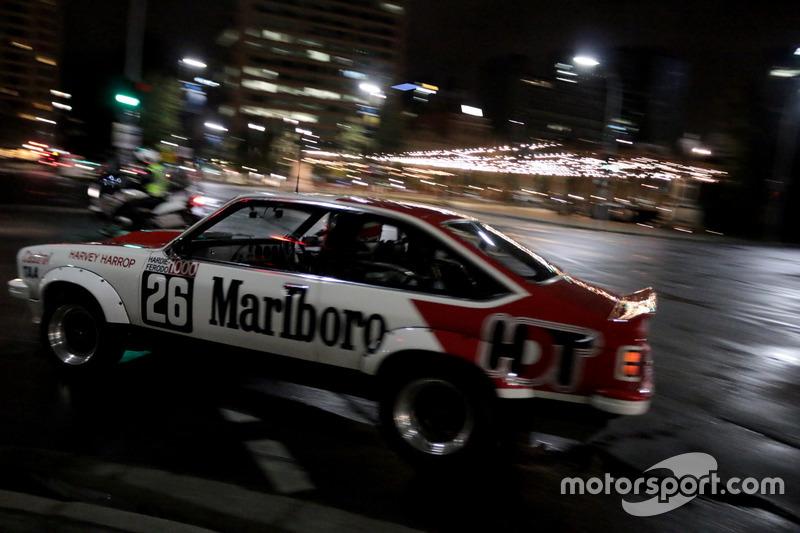 Un Holden Tourng en las calles de Adelaide