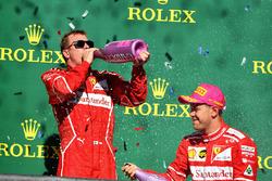 Il secondo classificato Sebastian Vettel, Ferrari, il terzo classificato Kimi Raikkonen, Ferrari