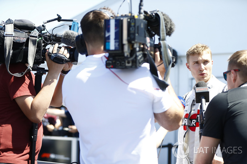 Sergey Sirotkin, Williams Racing, talks to the media in qualifying