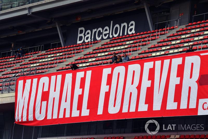 Spanduk untuk Michael Schumacher