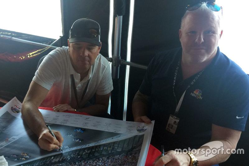 Jimmy Vasser y Paul Tracy firman cartel de Justin Wilson