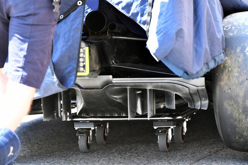 https://cdn-2.motorsport.com/images/mgl/Y97Z9G70/s8/f1-spanish-gp-2018-red-bull-racing-rb14-rear-diffuser-detail.jpg