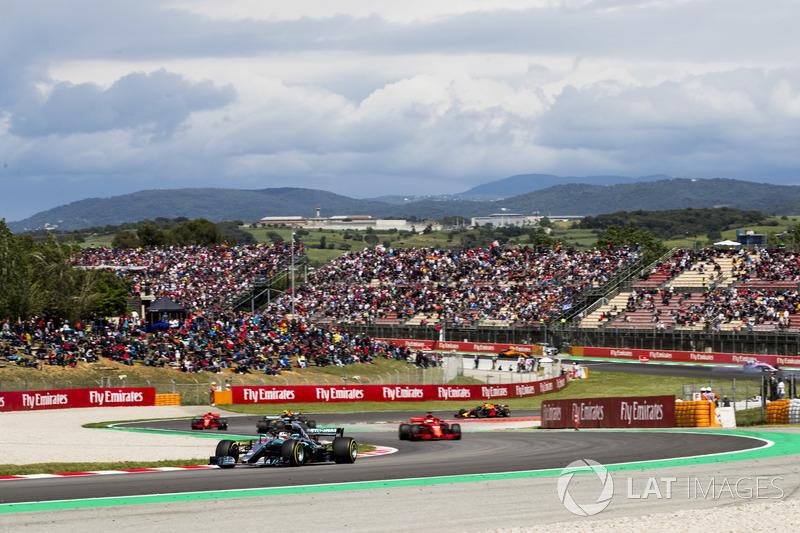 Льюис Хэмилтон, Mercedes AMG F1 W09, Себастьян Феттель, Ferrari SF71H, и Валттери Боттас, Mercedes AMG F1 W09