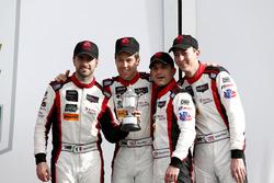 Victory lane, terzo posto GTD: #48 Paul Miller Racing Lamborghini Huracan GT3: Madison Snow, Bryan Sellers, Andrea Caldarelli, Bryce Miller