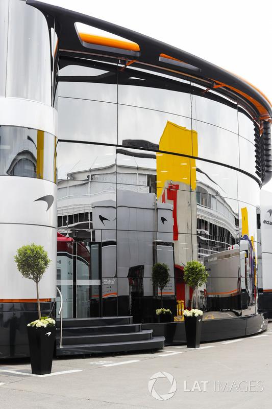 El área de autocaravanas y hospitalidad de McLaren