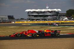 Kimi Raikkonen, Ferrari SH71H y Max Verstappen, Red Bull Racing RB14