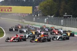 Sebastian Vettel, Ferrari SF70H, Max Verstappen, Red Bull Racing RB13, Lewis Hamilton, Mercedes AMG F1 W08, Valtteri Bottas, Mercedes AMG F1 W08, Esteban Ocon, Sahara Force India F1 VJM10,  Carlos Sainz Jr., Renault Sport F1 Team RS17. and Kimi Raikkonen, Ferrari SF70H at the start