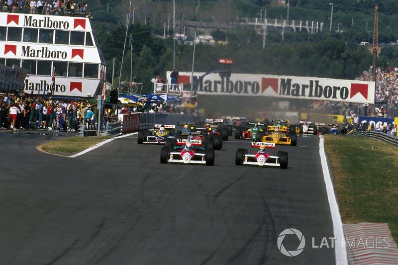 Alain Prost, McLaren MP4/4 devant Ayrton Senna, McLaren MP4/4 et Ivan Capelli, March 881 au départ