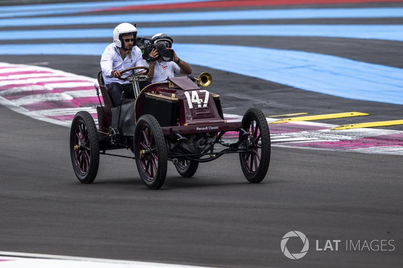 Парад исторических автомобилей