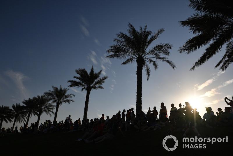 Tifosi sulla collina di Abu Dhabi