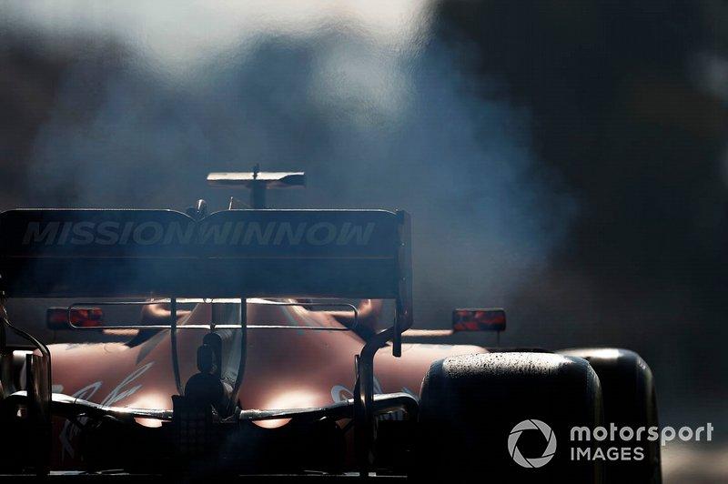 Fumo dal posteriore di Charles Leclerc, Ferrari SF90