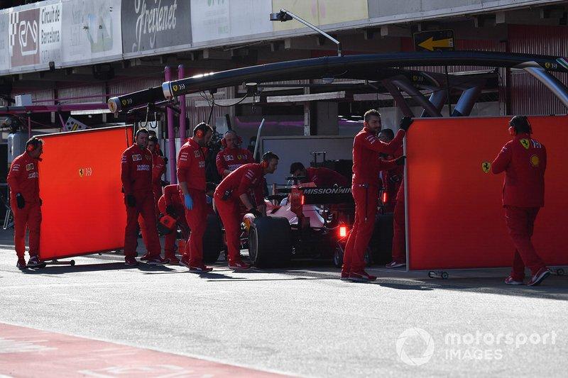 Себастьян Феттель, Ferrari SF90, и механики команды