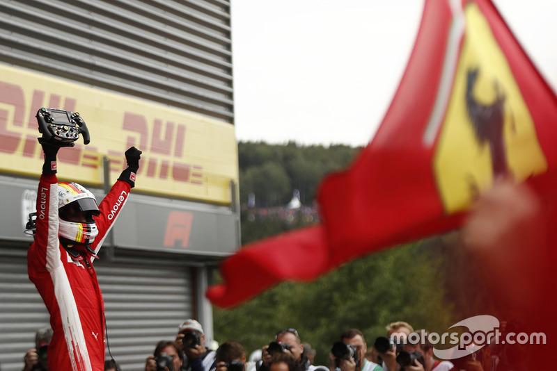 Sebastian Vettel: Anos na Ferrari: 2015- / GPs: 74 / Vitórias: 13 / Títulos: 0