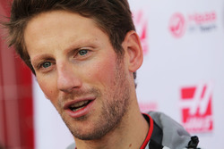 Romain Grosjean, Haas F1 Team VF-16 met de media