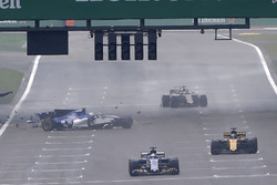 Antonio Giovinazzi, Sauber C36, kaza yapıyor