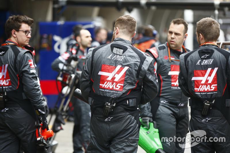 Startaufstellung: Haas F1 Team, Mechaniker