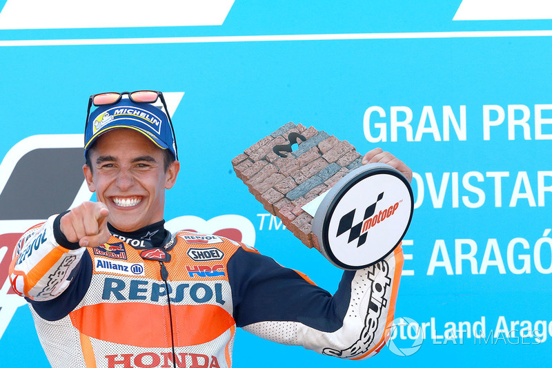 Marc Márquez conseguiu grande vitória em Aragón, na MotoGP neste domingo. Mesmo largando em 5º, ele conseguiu superar todos os adversários e agora tem vantagem de 16 pontos para Andrea Dovizioso.