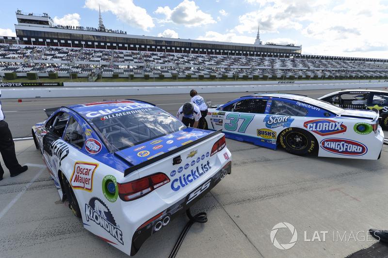 A.J. Allmendinger, JTG Daugherty Racing Chevrolet; Chris Buescher, JTG Daugherty Racing Chevrolet