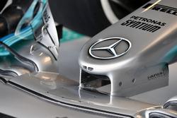 El detalle de ala de nariz y la frente de Mercedes-Benz F1 W08