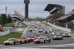 Start: #17 Belgian Audi Club Team WRT Audi R8 LMS: Stuart Leonard, Robin Frijns, Jake Dennis leads