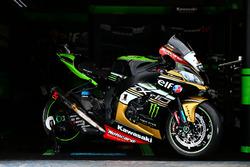 Jonathan Rea, Kawasaki Racing, avec une moto arborant une livrée dorée