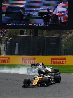 Джоліон Палмер, Renault Sport F1 Team RS17, Ленс Стролл, Williams FW40