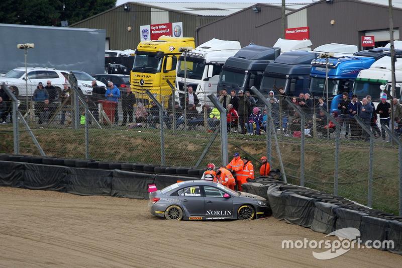 Dave Newsham, BTC Norlin Racing Chevrolet Cruze accidente