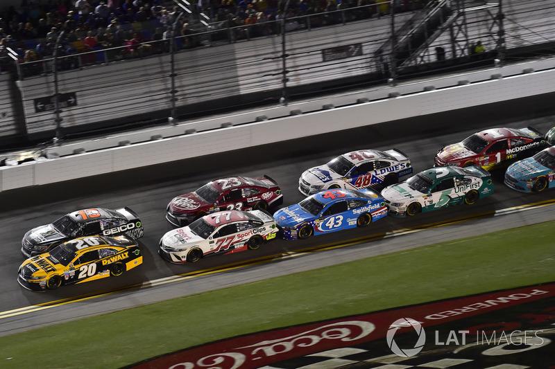 Matt Kenseth, Joe Gibbs Racing Toyota, Ty Dillon, Germain Racing Chevrolet, Erik Jones, Furniture Row Racing Toyota