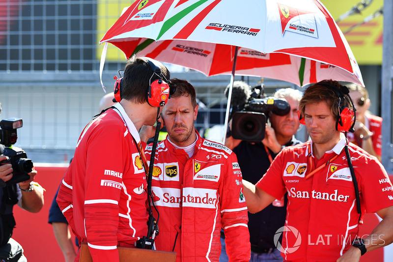 Sebastian Vettel, Ferrari, Riccardo Adami, Ferrari y Antti Kontsas, entrenador