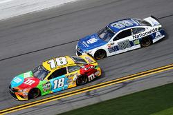 Kyle Busch, Joe Gibbs Racing Toyota, Alex Bowman, Hendrick Motorsports Chevrolet