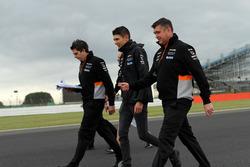 Esteban Ocon, Sahara Force India F1; Bradely Joyce, Force-India-Renningenieur