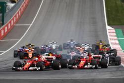 Sebastian Vettel, Ferrari SF70H, Kimi Raikkonen, Ferrari SF70H at the start