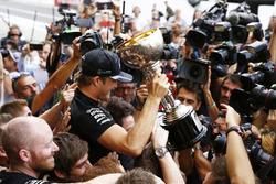 Ganador, Nico Rosberg, Mercedes AMG F1 celebra el campeonato de constructores