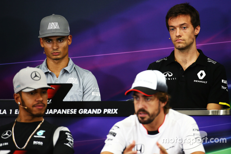 (L to R): Pascal Wehrlein, Manor Racing and Jolyon Palmer, Renault Sport F1 Team in the FIA Press Conference