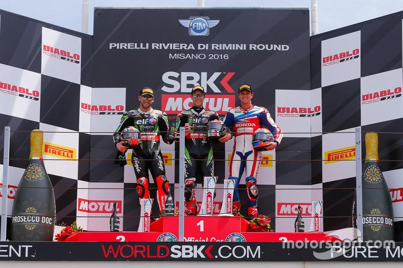 Podio Gara 1: il vincitore Jonathan Rea, Kawasaki Racing team, il secondo Tom Sykes, Kawasaki Racing Team e il terzo Michael van der Mark Honda World Superbike Team