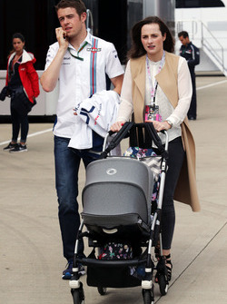 Paul di Resta, Williams Reserve Driver with his wife Laura and their son Leonardo