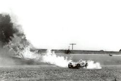 Duke Nalon mit brennendem Auto