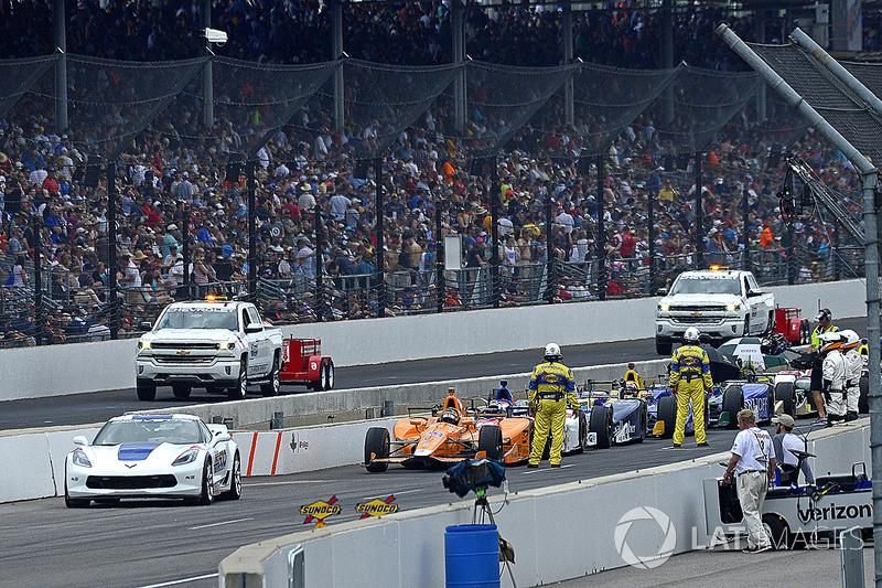 Fernando Alonso, Andretti Autosport Honda y el resto de del grupo durante un período de bandera roja
