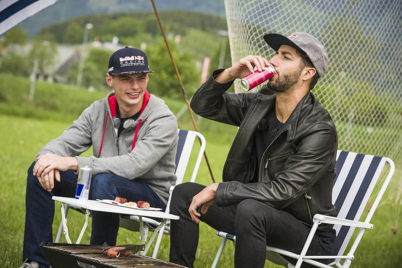 Макс Ферстаппен и Даниэль Риккардо на пикнике