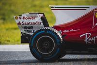 Kimi Raikkonen, Ferrari SF70H, arka lastik, köpek balığı kanadı ve arka kanat detay