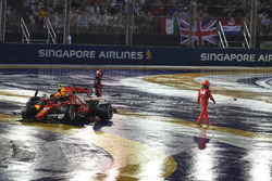 Max Verstappen, Red Bull Racing RB13 and Kimi Raikkonen, Ferrari SF70H crashed at the race start