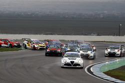Start: Davit Kajaia, GE-Force, Alfa Romeo Giulietta TCR, führt