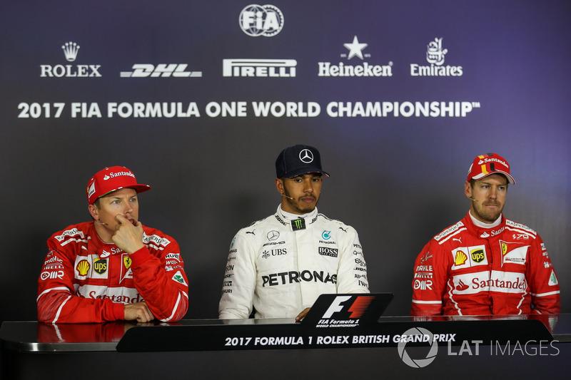 Kimi Raikkonen, Ferrari, ganador de la pole Lewis Hamilton, Mercedes AMG F1 and Sebastian Vettel, Ferrari ien la Conferencia de prensa