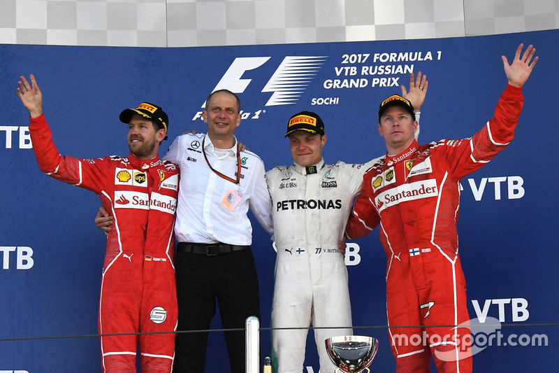 Sebastian Vettel, Ferrari, Tony Ross, Mercedes AMG F1 Race Engineer, Valtteri Bottas, Mercedes AMG F