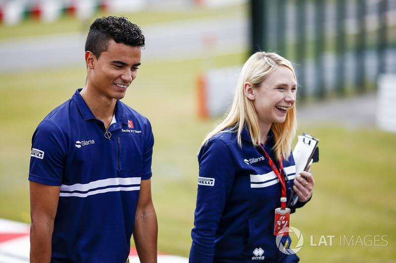 Pascal Wehrlein, Sauber, Ruth Buscombe, Senior Strategy Engineer, Sauber F1 Team