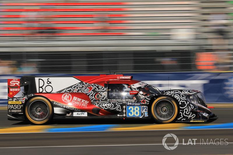 Jam ke-20: Mobil LMP2 Oreca #38 dari tim Jackie Chan DC Racing - Laurent/Tung/Jarvis pimpin balapan